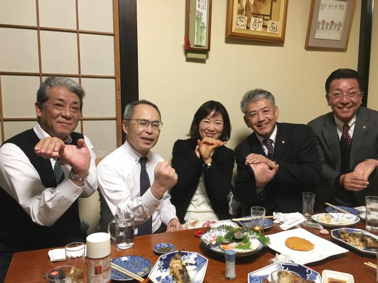 渡辺弥生さんを囲んで